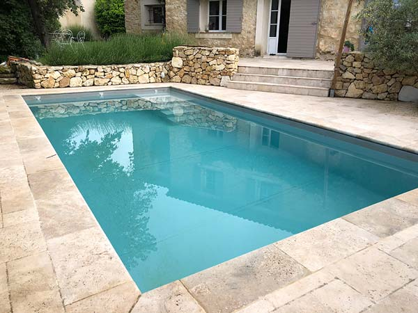 Photographie d'une piscine en pvc armé. Planète Eau Piscines, Construction, Rénovation, Entretien. Artisan pisciniste sur Aix en Provence et ses alentours.